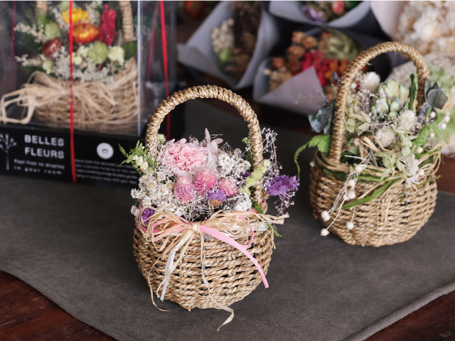 A dried flowers with a basket design